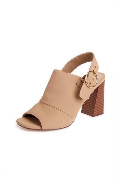 Nude sandalen met blokhak en bandje met gesp