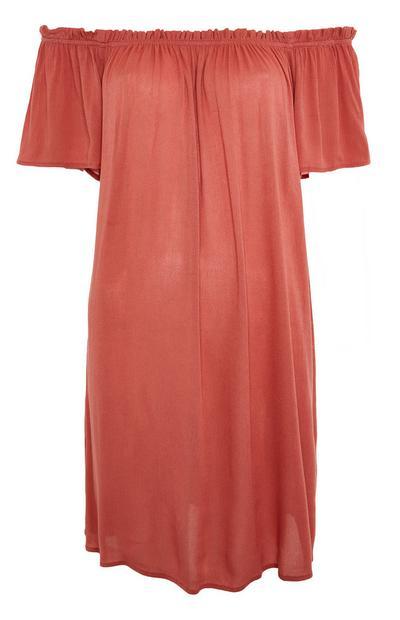 Vestido corto rojo con cuello barco