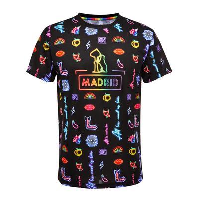 Camiseta con texto «Madrid» y en tonos neón del orgullo