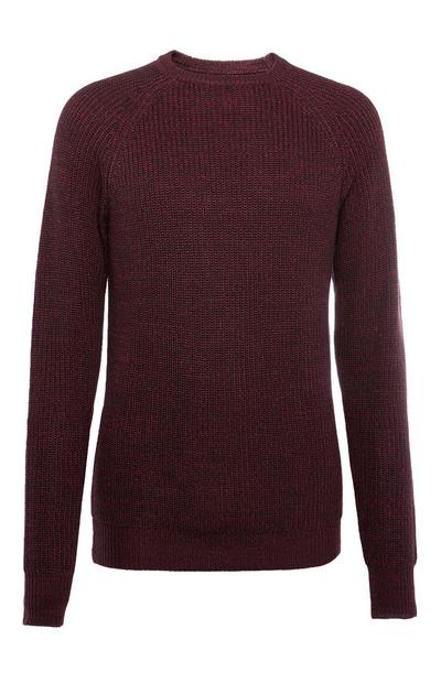 Weinroter Pullover mit Rippenmuster