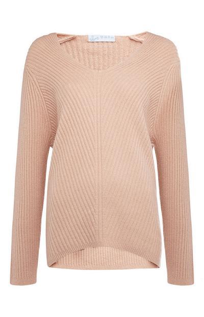 Rožnat ohlapen rebrast pulover z V-izrezom