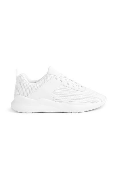 Weiße Sneaker mit Prägemuster