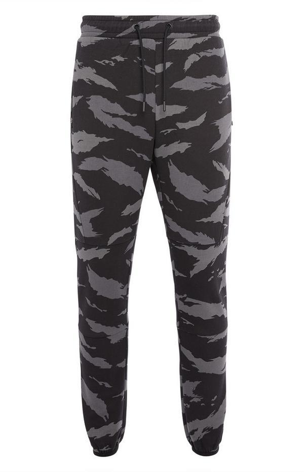 Črne športne hlače za prosti čas s kamuflažnim vzorcem