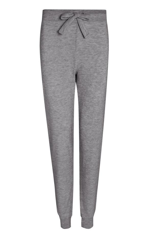 Sive pletene hlače za prosti čas