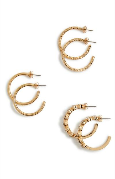 3 paia di orecchini a cerchio dorati strutturati con strass
