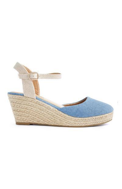Blauwe sandalen met sleehak en gesloten neus