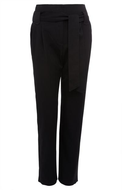 Zwarte broek met riem en paperbag-taille