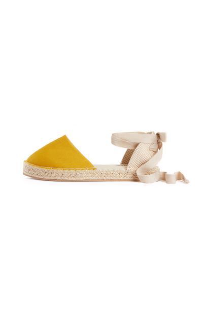 Espadrilles moutarde avec lacets à la cheville