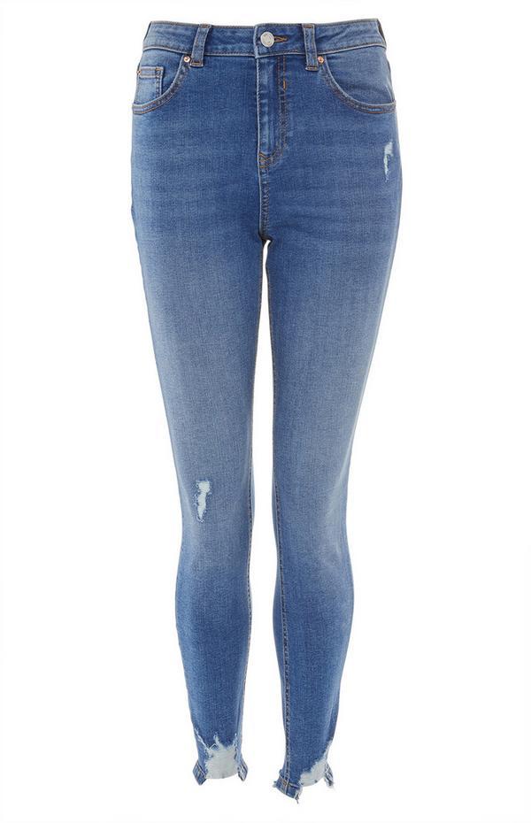 Blaue, knöchellange Röhrenjeans im Used-Look