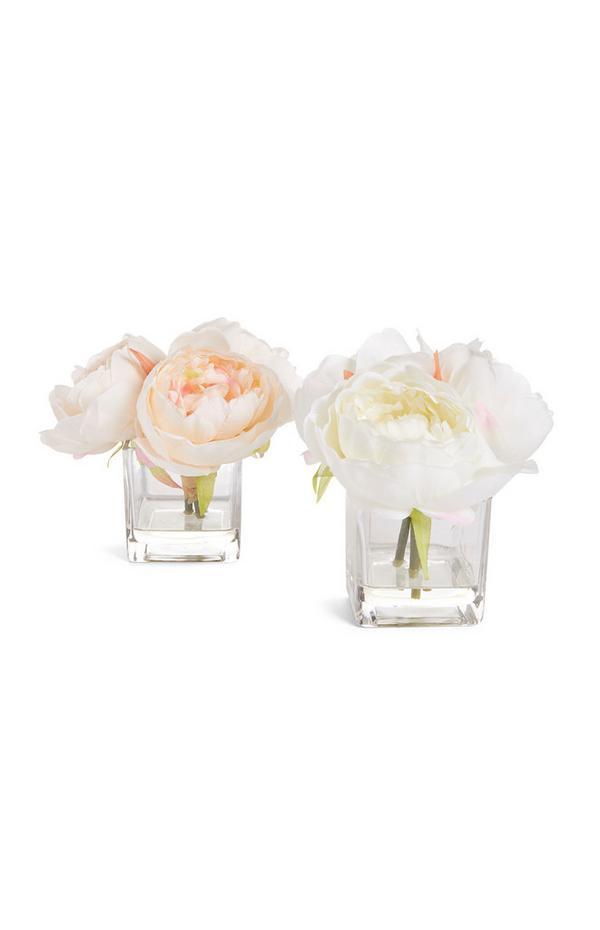 Umetne rože v majhnem kozarcu