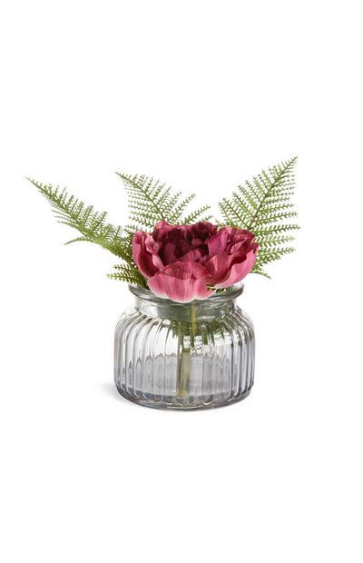 Vaas van marineblauw glas met kunstbloemen