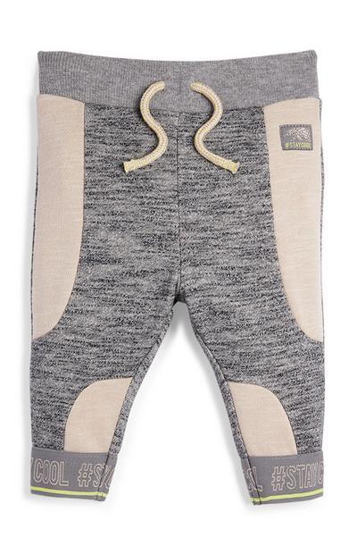 Elastische joggingbroek van ribstof voor babyjongens