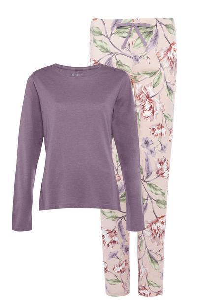 Vijoličasta pižama s cvetličnim vzorcem
