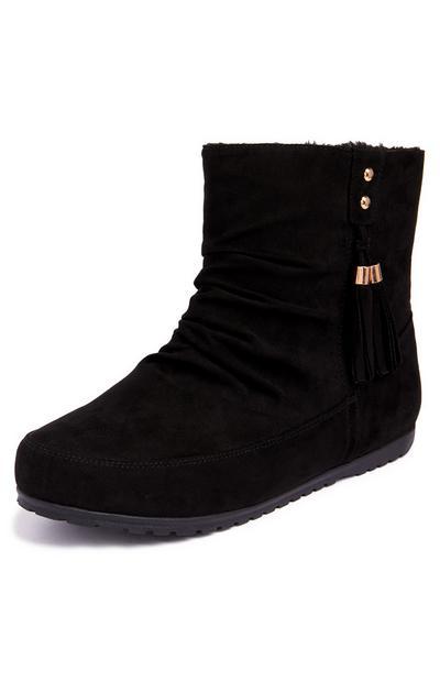 Schwarze Stiefel mit seitlicher Quaste