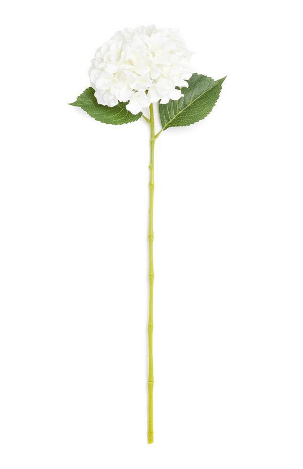 Einzelner Deko-Zweig mit Blüte in Weiß