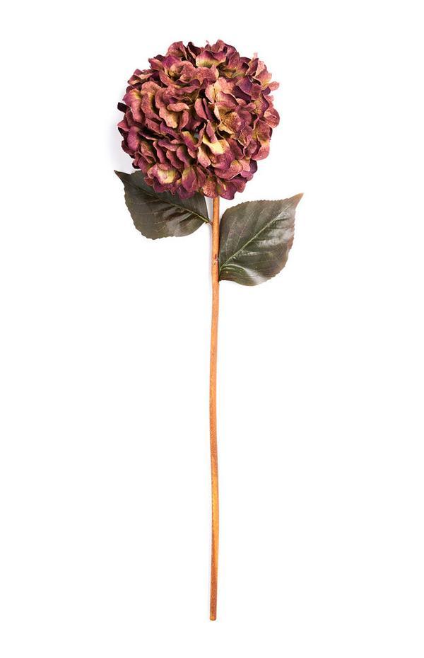 Einzelner Deko-Zweig mit Blüte