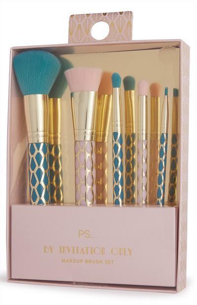 Set de brochas de maquillaje de color rosa y azul