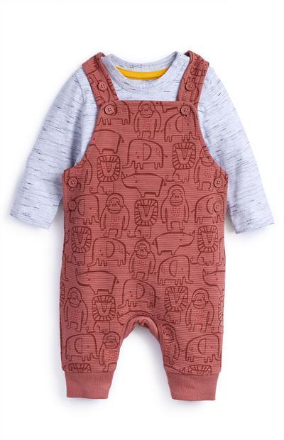 Conjunto de peto de color teja y camiseta para bebé niña