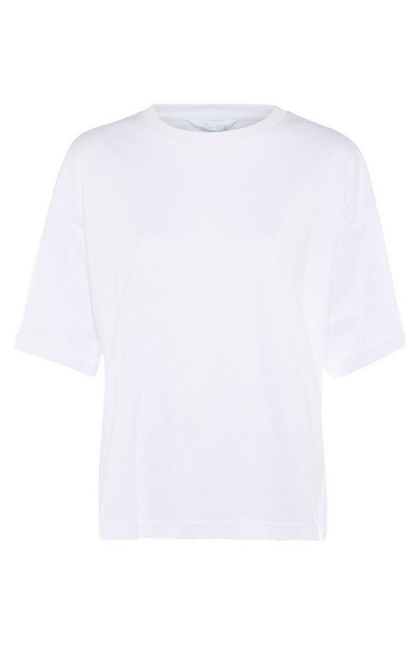 Camiseta blanca de algodón con cuello redondo y corte cuadrado
