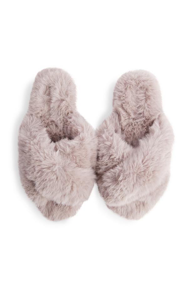 Grijze slippers van imitatiebont met gekruiste banden