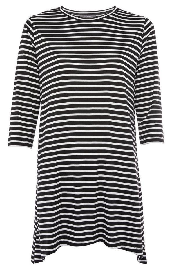 Zwart-wit gestreepte jurk met asymmetrische zoom