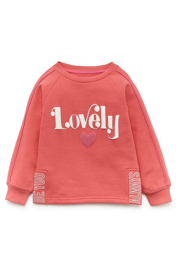 Koraalkleurige sweater met ronde hals en tekst Lovely voor meisjes