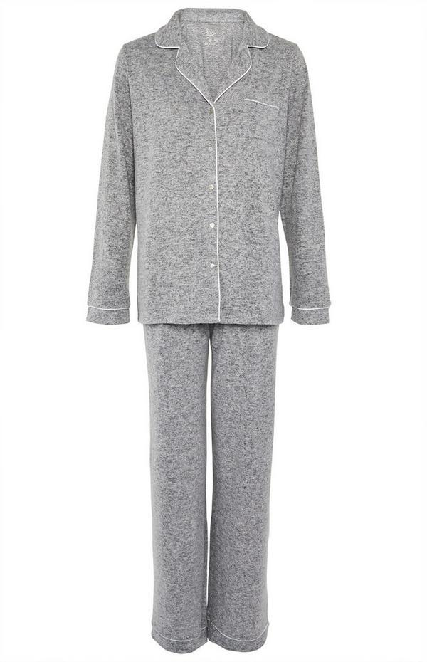 Superweicher grauer Pyjama mit Knöpfen
