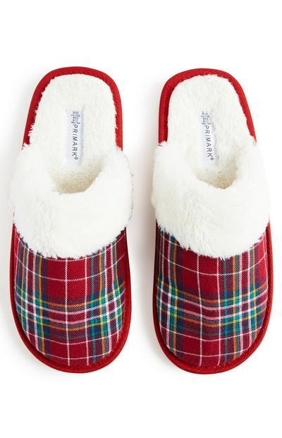 Rode pantoffels met Schotse ruit