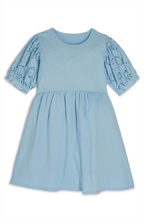 Blaues plissiertes Kleid mit Lochstickerei an den Ärmeln (Teeny Girls)