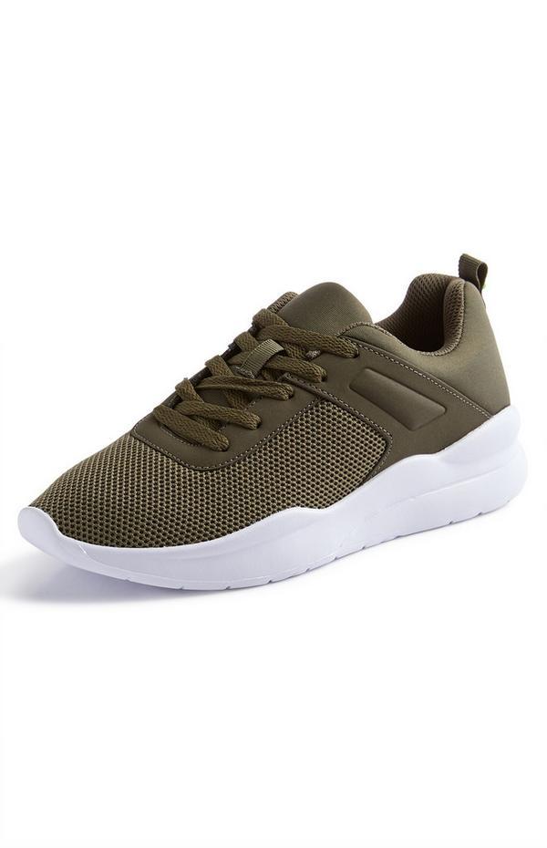 Khakifarbene Sneaker mit Prägung