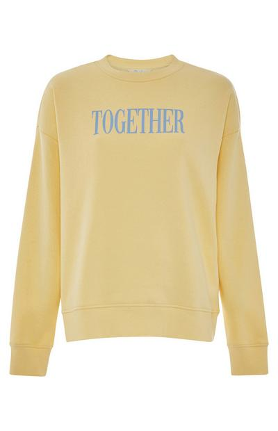 Sudadera amarilla con estampado «Together»