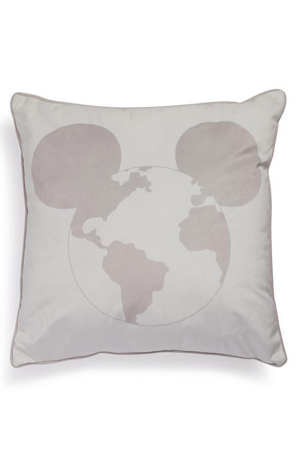 Mauve kussen Primark Cares met aardbolprint en Disney Mickey