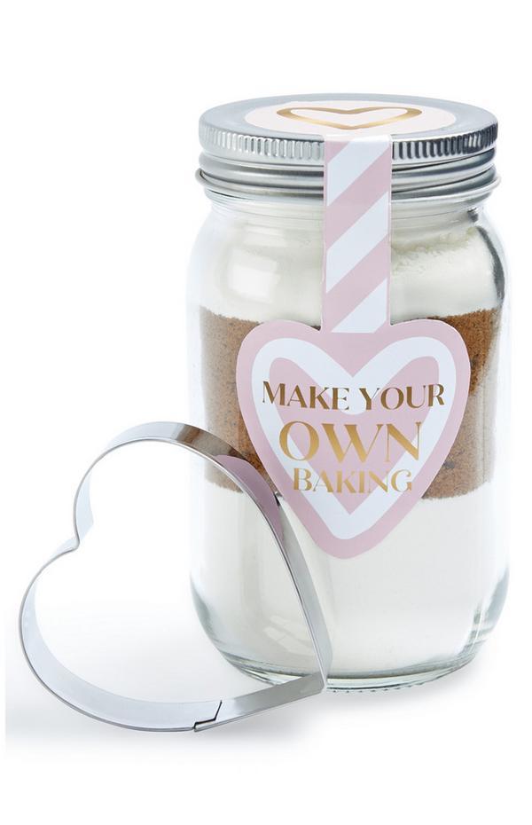 Kit de pâtisserie en bocal avec emporte-pièce en forme de cœur