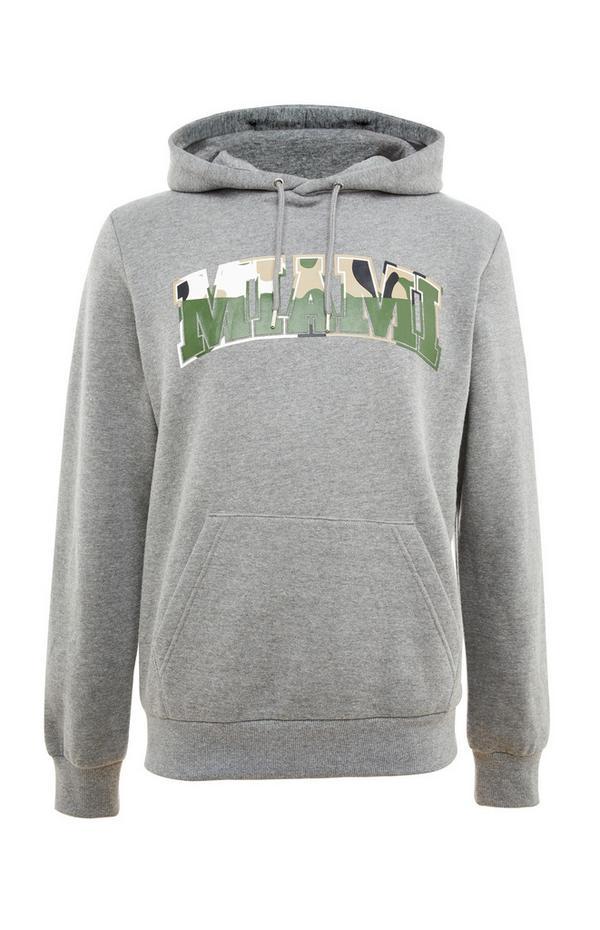 Siv pulover s kapuco in napisom Miami s kamuflažnim potiskom