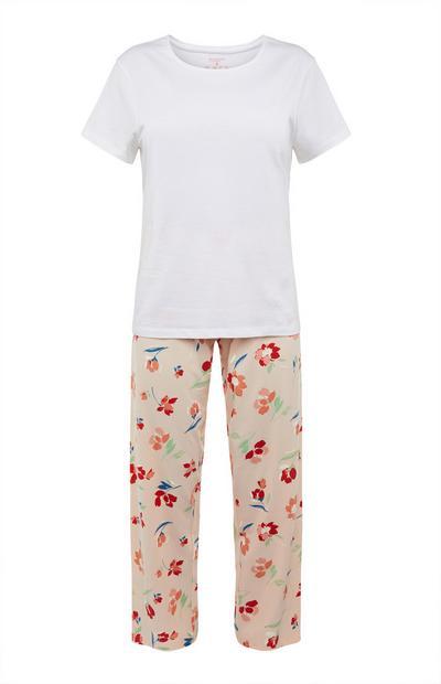 Pijama blanco con estampado de flores