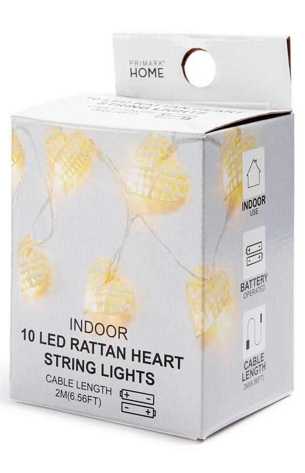 Indoor-Lichterkette mit Rattanherzen