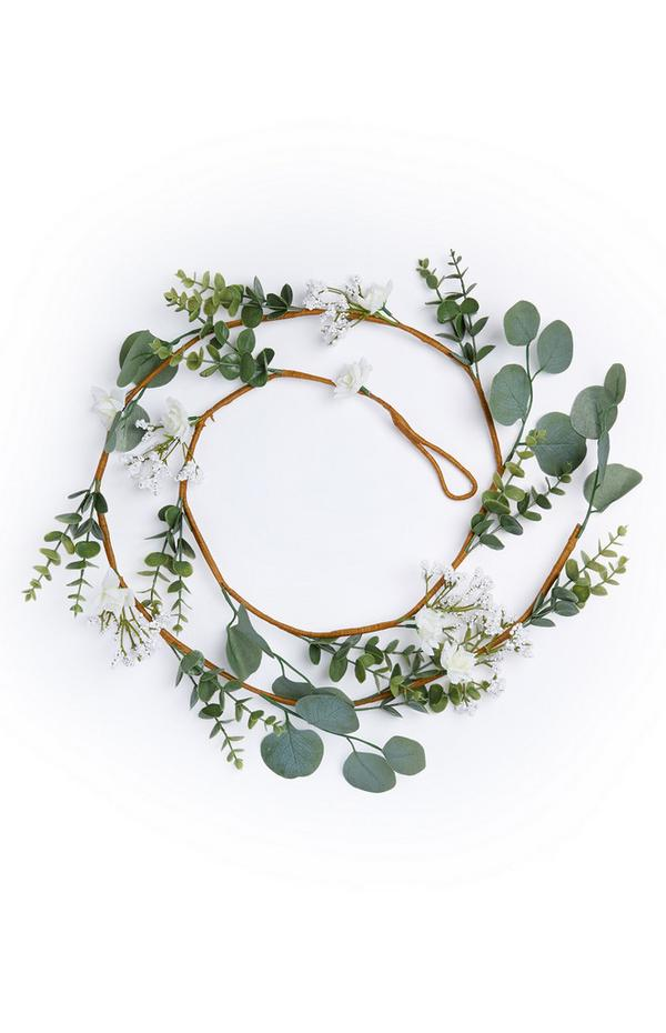 Coroncina di fiori bianchi