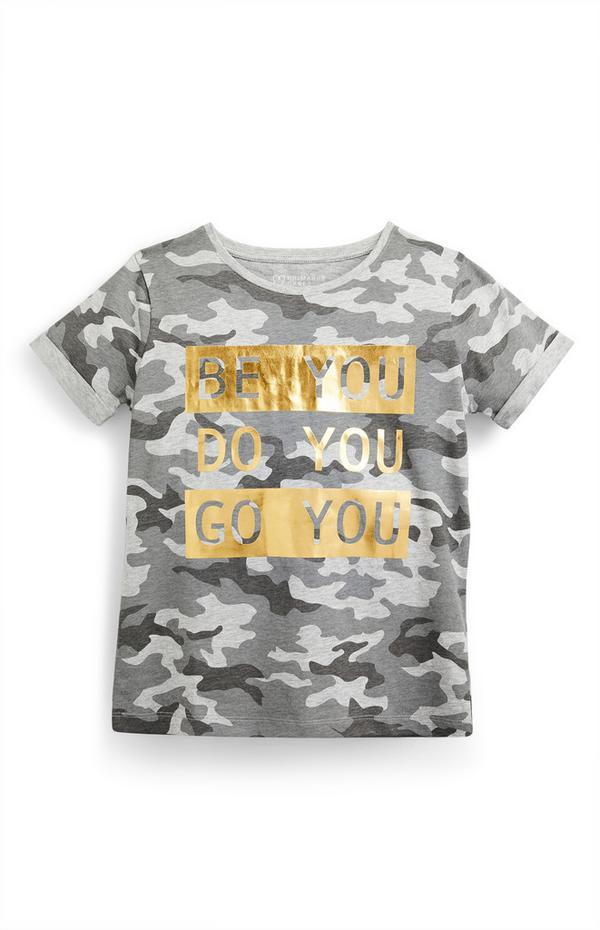 T-shirt grigia con stampa mimetica da ragazza