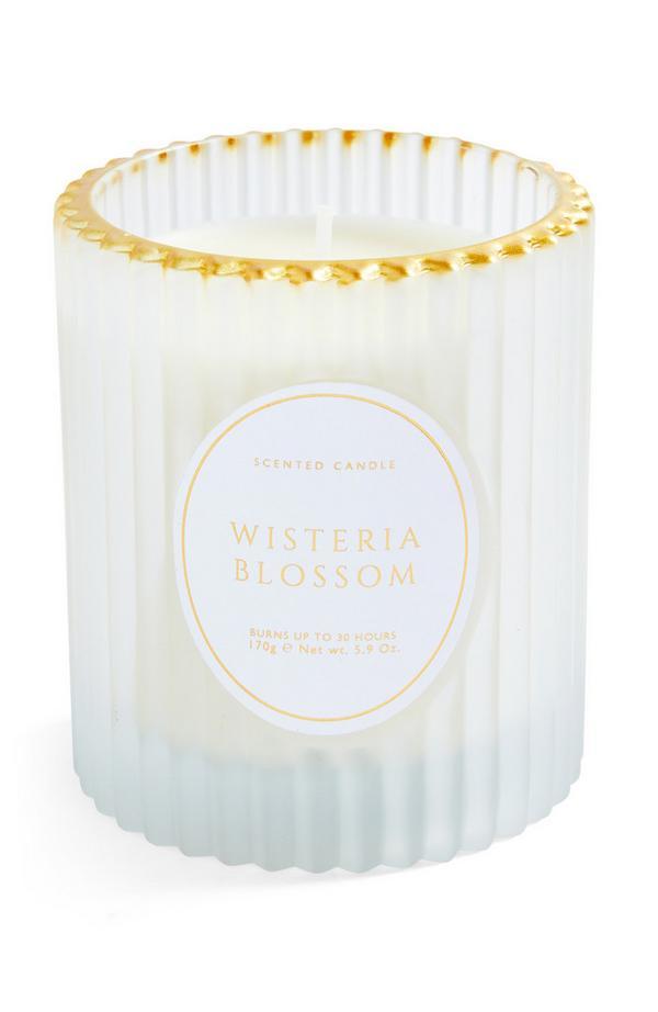 Portacandela in vetro scanalato con bordo in oro e candela ai fiori di glicine