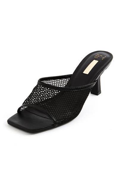 Zapatos destalonados negros con tira de malla
