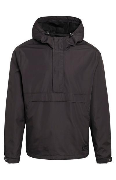 Črna enobarvna jakna z oblačenjem čez glavo