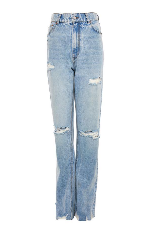 Modre raztrgane zbledele kavbojke s širokimi hlačnicami