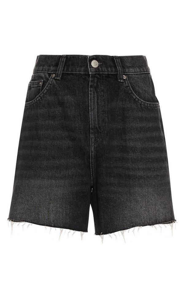Shorts in denim con orlo a vivo e lavaggio nero