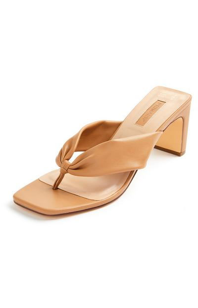 Sandálias biqueira quadrada tira fina camel