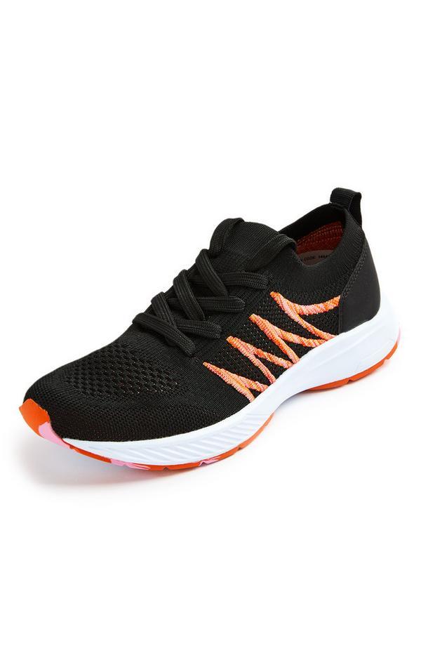 Schwarz-orange Strick-Sneaker mit Farbtupfern