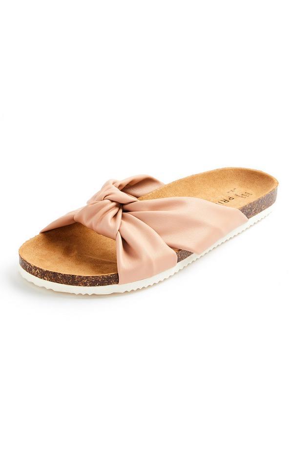Poederroze sandalen met voetbed en geknoopte bandjes