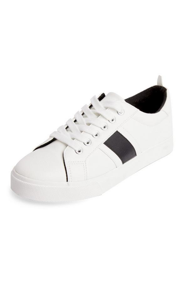 Lage witte sneakers met zijstreep