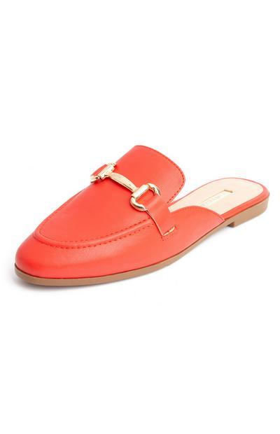 Elegante rote Pantoletten im Loafer-Stil