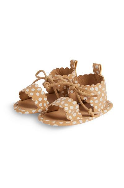 Sandalias de gladiador color camel de lunares para bebé niña