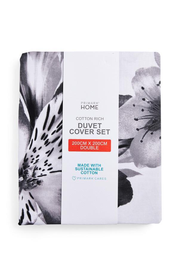 Črno-bel komplet prevlek za prešito odejo za zakonsko posteljo s cvetličnim motivom